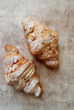 almond croissant.png