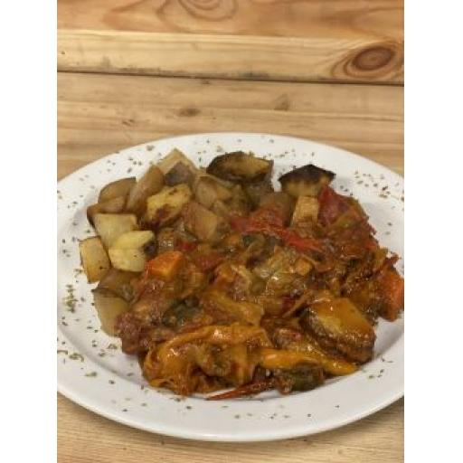 Sam-made Hungarian Pork Goulash and Roast Potatoes Ready meal 500g